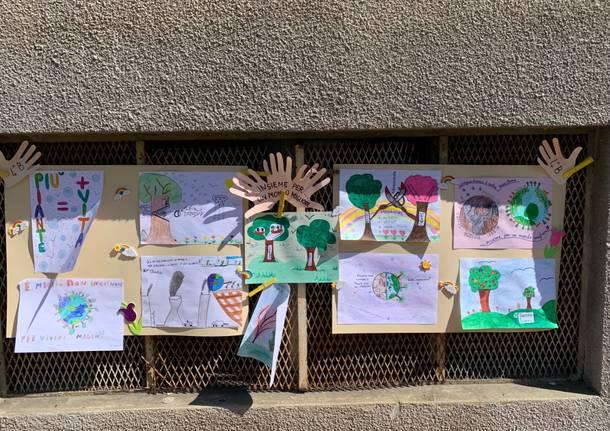 Gemonio, i bambini delle elementari piantano due nuovi alberelli