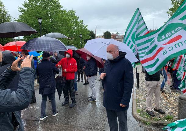 """Fermiamo la strage infinita"", sindacati in presidio a Varese"