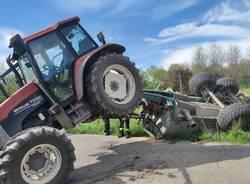 trattore ribaltato sumirago
