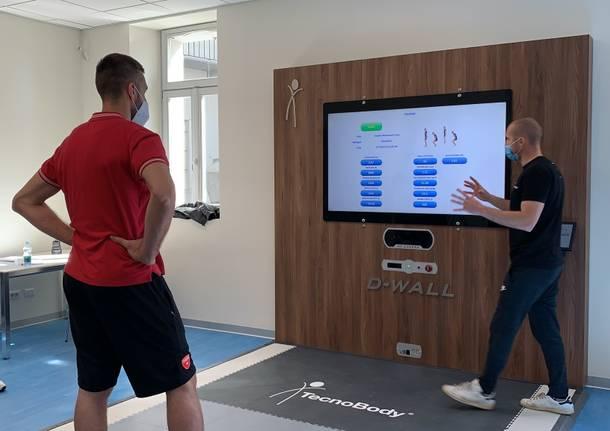 uno specchio digitale alla clinica isber per aiutare la fisioterapia