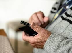 anziano smartphone