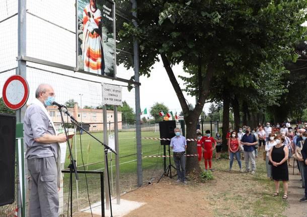 Busto Garolfo dedica a don Pierluigi Torriani il campo da calcio di via Pascoli