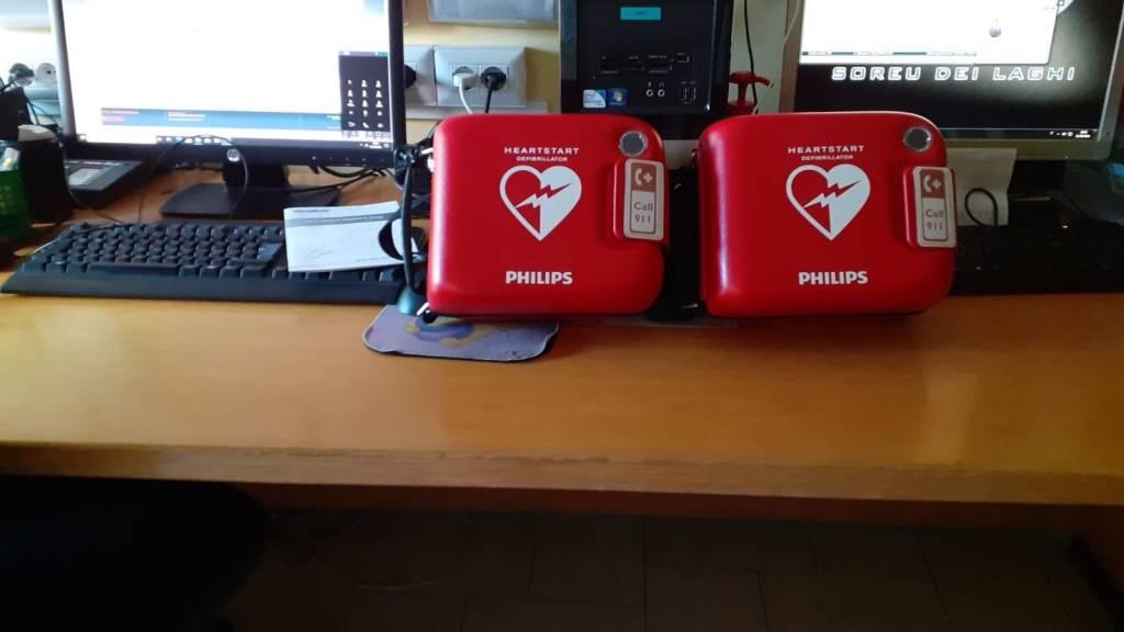 I defibrillatori donati alla Cri di Gavirate