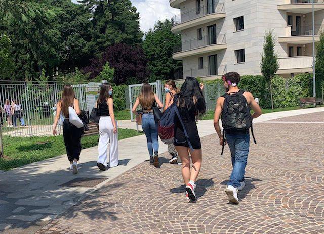 Candiani-Bausch, feste e balli per la fine della scuola