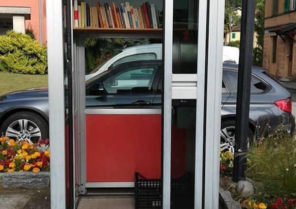 Maccagno, la cabina del telefono trasformata in libreria