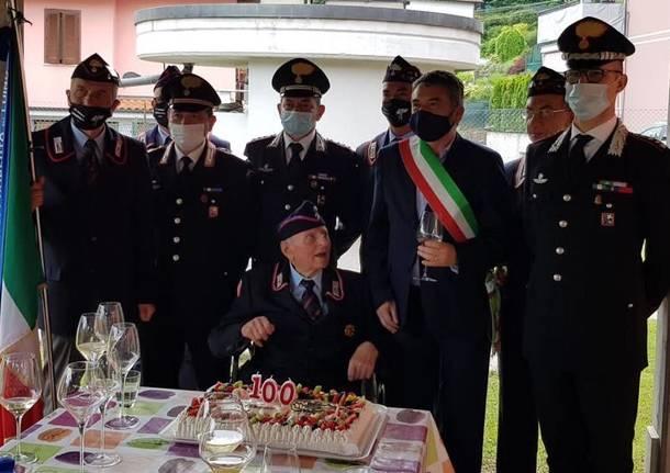 Cento candeline per Armando Gobbato, carabiniere in congedo di Luino