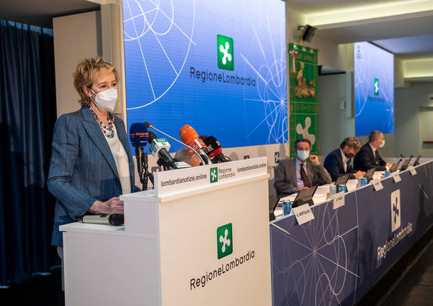 conferenza stampa vaccinazioni