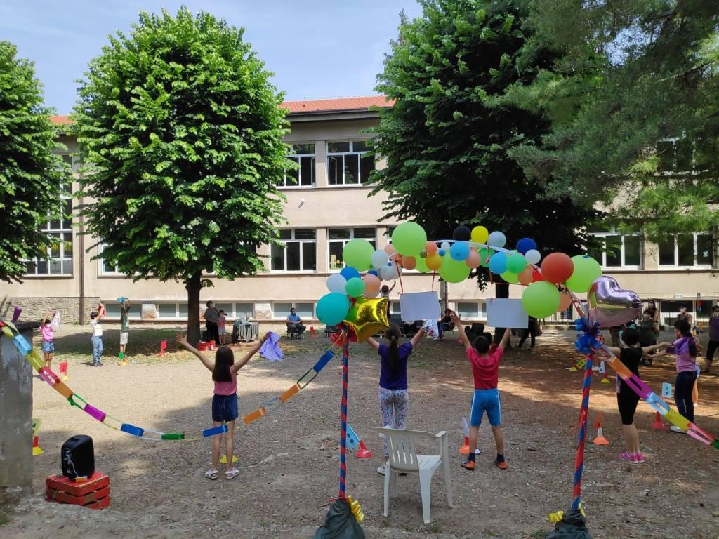Festa in cortile alla Pascoli