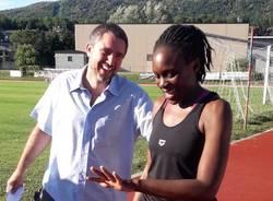 Gavirate - Proposta di matrimonio sul campo di atletica