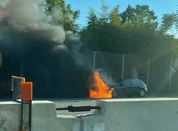 auto fiamme autostrada