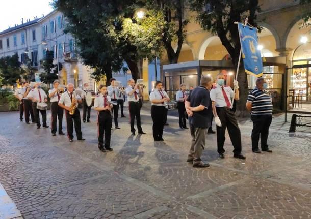 Saronno, la banda cittadina anima la prima serata di shopping sotto le stelle