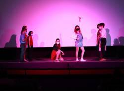Scuole di teatro Oplà sul palco del Grassi