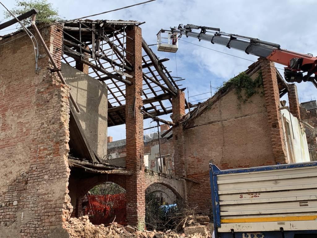 Tradate - Al via la demolizione dell'ex convento di via Crocifisso