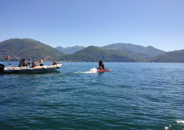 La traversata del lago Maggiore in Vespa di Alessandro Pozzi