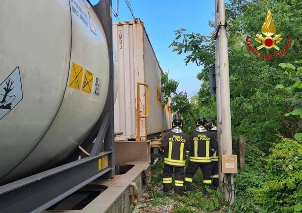treno merci sesto calende albero