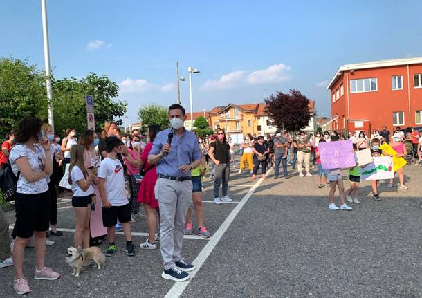 Venegono: la protesta dei genitori contro il dirigente scolastico