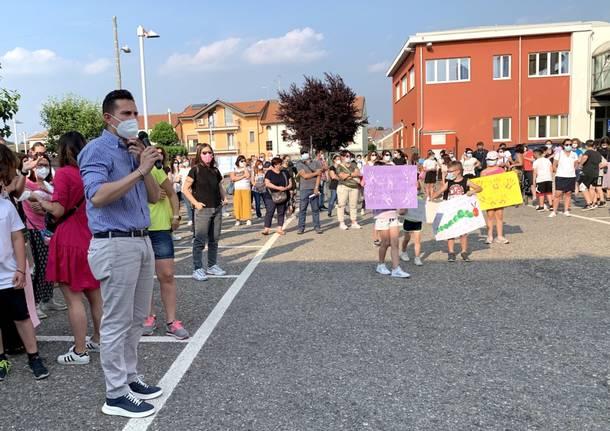 Venegono - Protesta dei genitori per la scuola