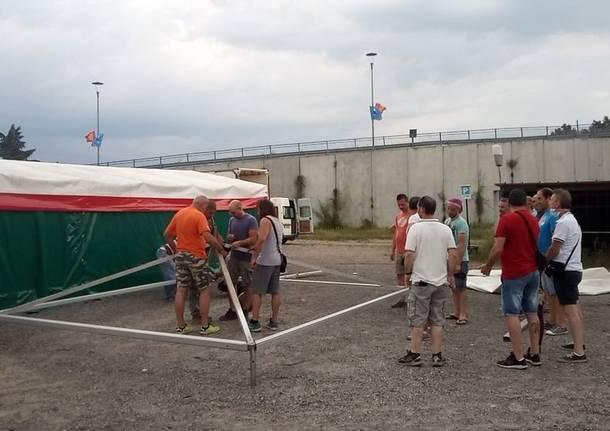 Aiuti, viveri e solidarietà per i lavoratori della Gianetti Ruote di Ceriano Laghetto