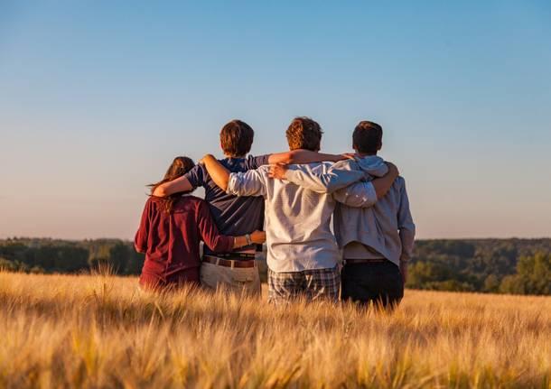 amici adolescenti ragazzi volontariato