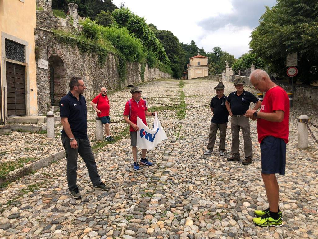 Da Trieste ad Aosta a piedi per l'Avis: la tappa del Sacro Monte di Maurizio Grandi