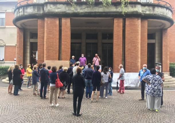 dipendenti comunali samarate assemblea in piazza