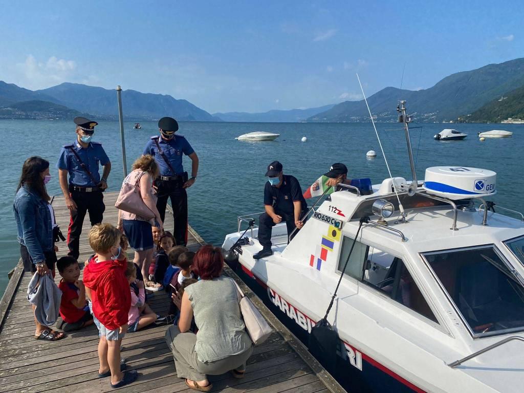 i carabinieri incontrano i bambini a maccagno