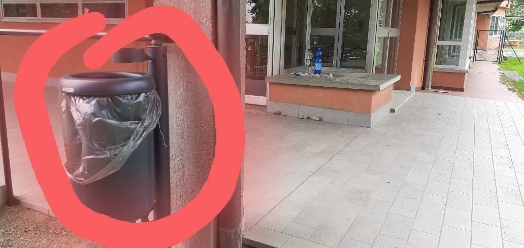 Immondizia al parchetto di Brunello