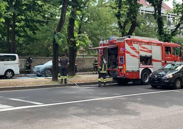 incendio busto arsizio auto