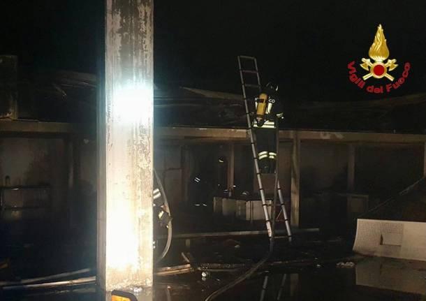 Incendio in un'azienda dismessa di Saronno