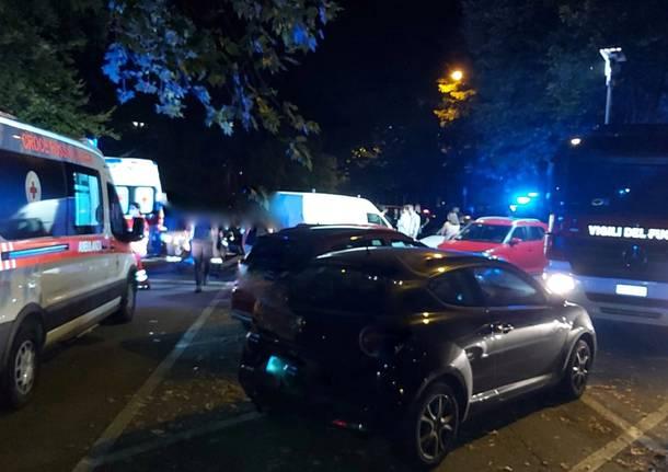 Incidente in via Diaz auto contro ambulanza