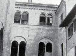 """Metamorfosi urbana: la triste storia del """"palazzo del Vescovo"""" di piazza Battistero"""