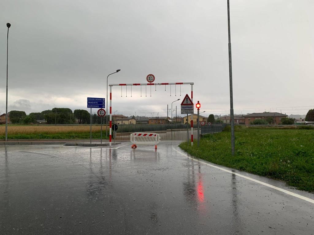 Pioggia e temporali, allagato il sottopasso ferroviario a Venegono Superiore