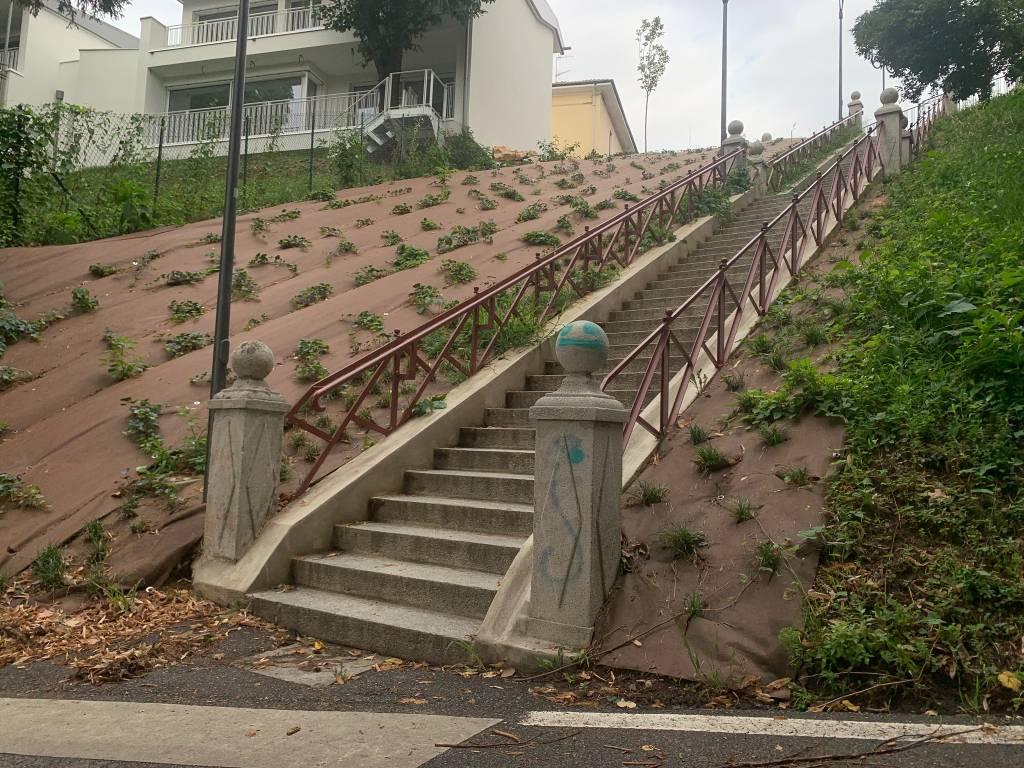 Vandalizzata la scalinata di Crenna