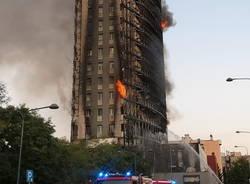 palazzo brucia Milano
