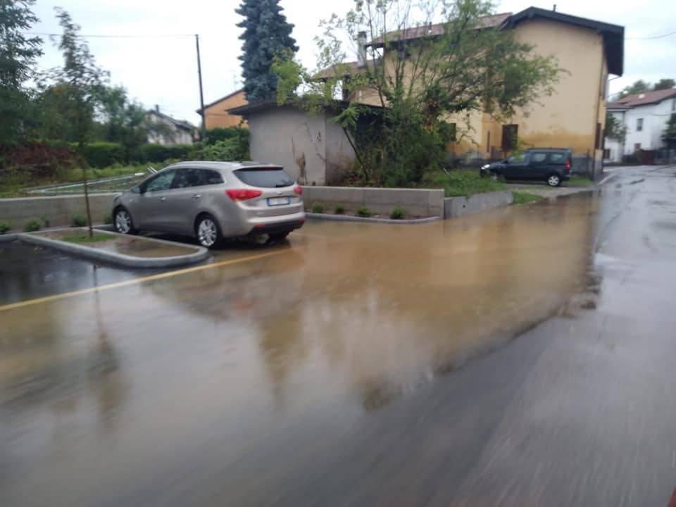 Allagato il nuovo parcheggio a Cazzago Brabbia