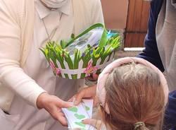 Bambini dell'asilo Ponti cantano per i nonni in Rsa