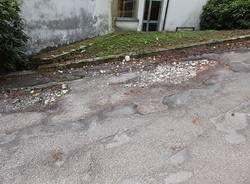 ospedale di velate . strade sconnesse
