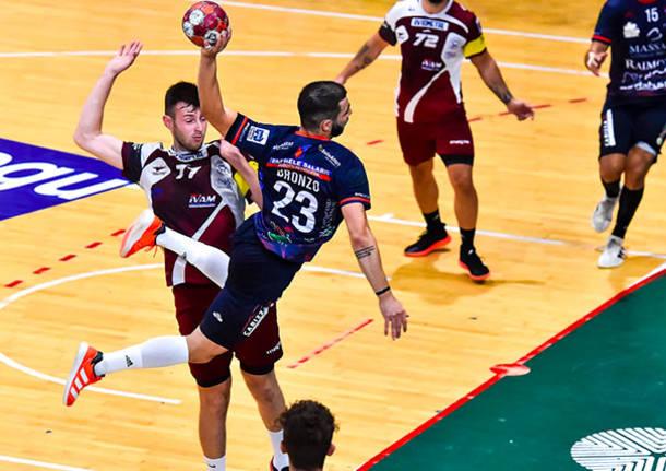 pallamano Cassano Magnago - Raimond Sassari 11/09 ph. Claudio Attori