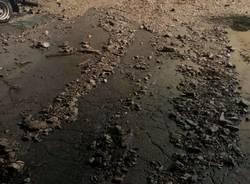 Sassi e detriti sulla strada a Cittiglio