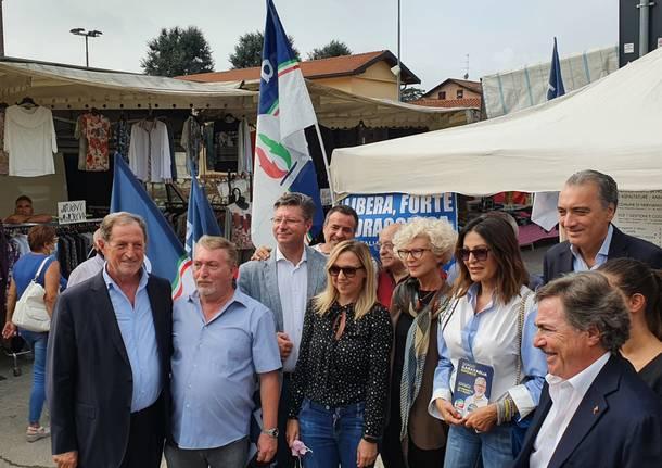 """Sfilata di """"big"""" al mercato di Nerviano per le elezioni"""