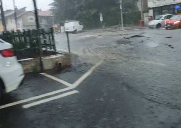 Strada allagata a Cavaria con Premezzo