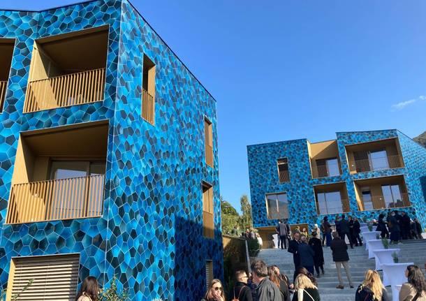 """Nell'area dell'ex Ceramica inaugurate le residenze color """"Blu Laveno"""""""