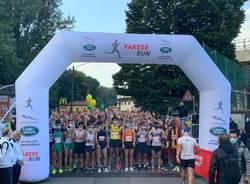 Atleti, famiglie e appassionati: la Varese City Run colora la domenica sportiva in città