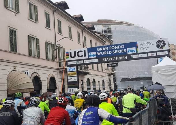 La Gran fondo tre valli varesine Eolo appassiona Varese