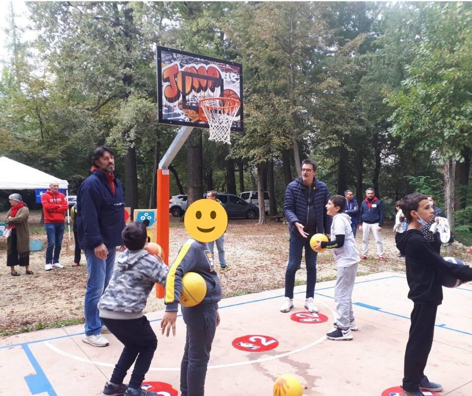 Inaugurato il nuovo campetto di minibasket ai Giardini Estensi di Varese